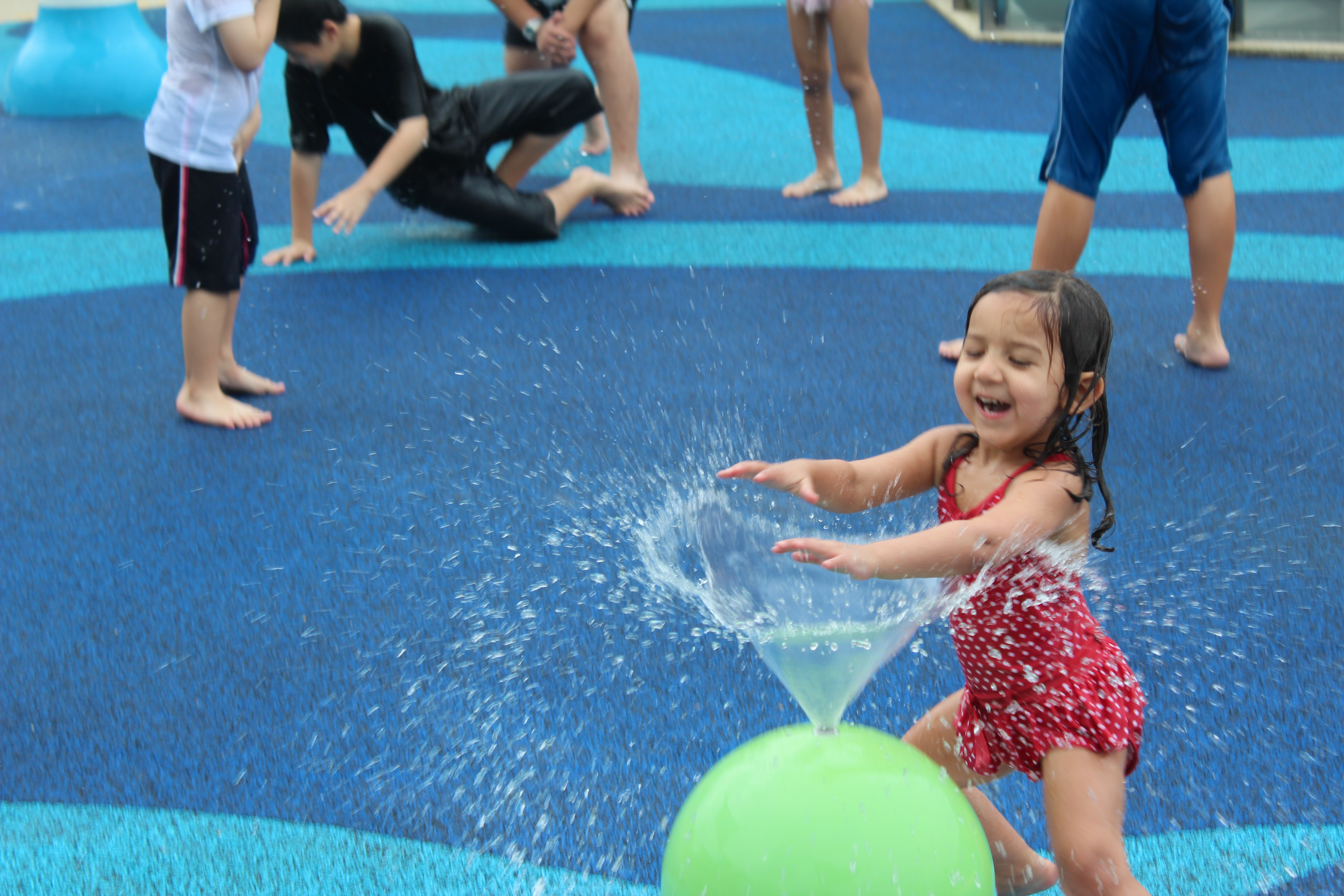 kids play water In the heat, children live to play in the water parks. In Boston, they love  to play in the snow. In both cases, the parents are standing there sweating  or ...